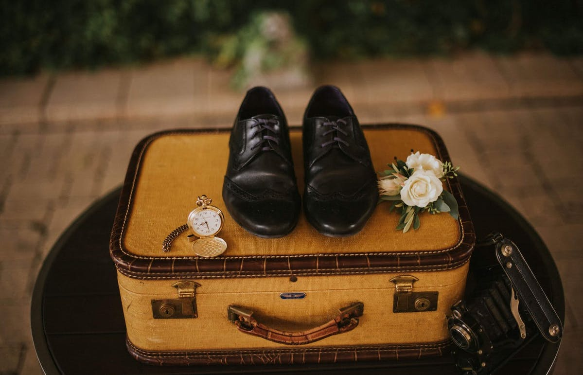What do you need to pack for a wedding? Here is the ultimate wedding day packing list.