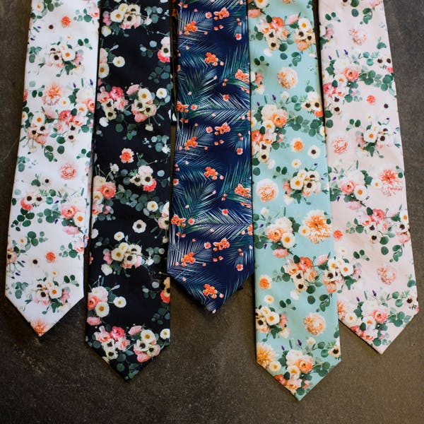 Patterned tie with wedding suit