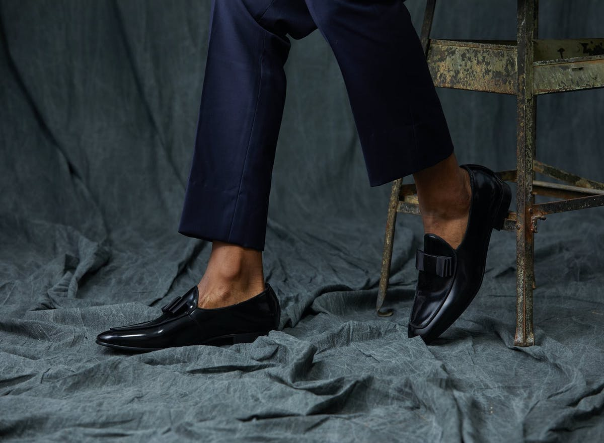 Wondering what shoes you wear with a tuxedo? Our guide to men's tuxedo shoes covers what shoes to wear with a tuxedo.